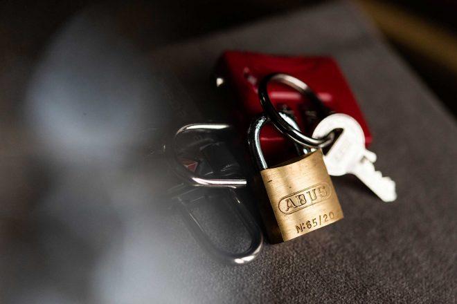 Een sleutelbos met slot