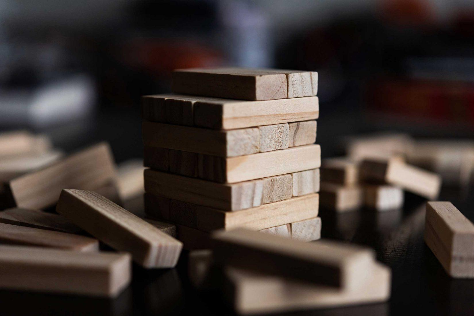 Blokkentoren als representatie van de elementen in een footer